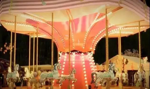 乐园旋转木马